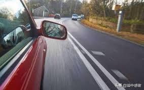 道路駕駛教學-車輪是否壓線